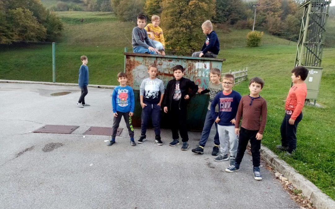 Kostanjev piknik, delovna akcija, zbiranje papirja in dobrodelna akcija »Drobtinica«