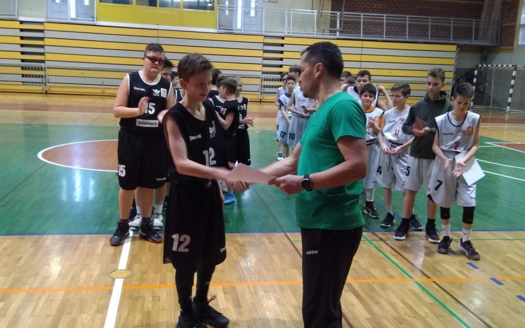 Občinsko tekmovanje v košarki za mlajše dečke