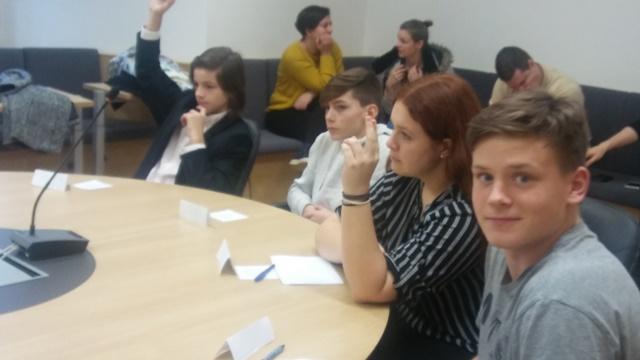 Predstavniki OŠ Loka Črnomelj na 30. občinskem otroškem parlamentu